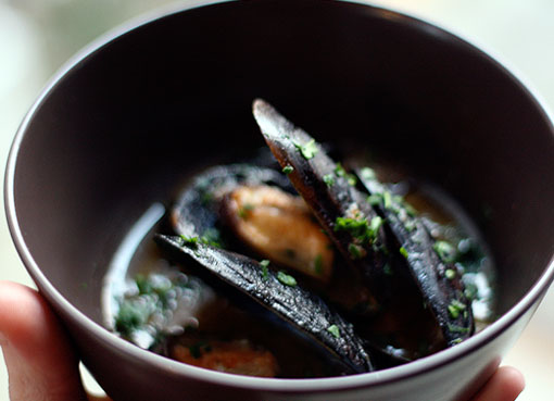 Post image for A Really Good Bath: Mussels Marinieres with Soffritto
